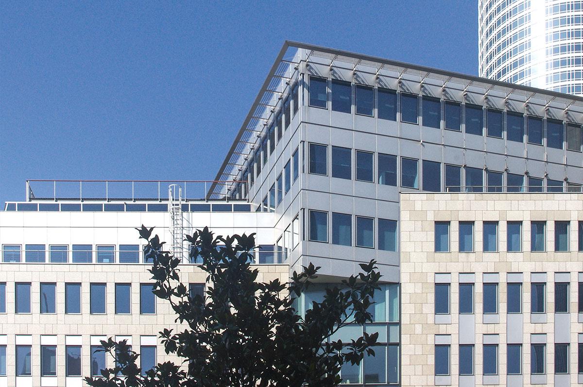 Salesforce Jobs Frankfurt - Onivation Office - Building - Financial District - Frankfurt am Main Skyline